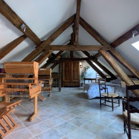 Aperçu globale de la chambre avec une charpente du XIII siècles